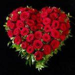 Friedhof Westheim Trauerherz mit roten Rosen